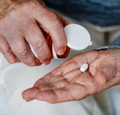 Lack of communication puts older adults at risk of clashes between their medicines